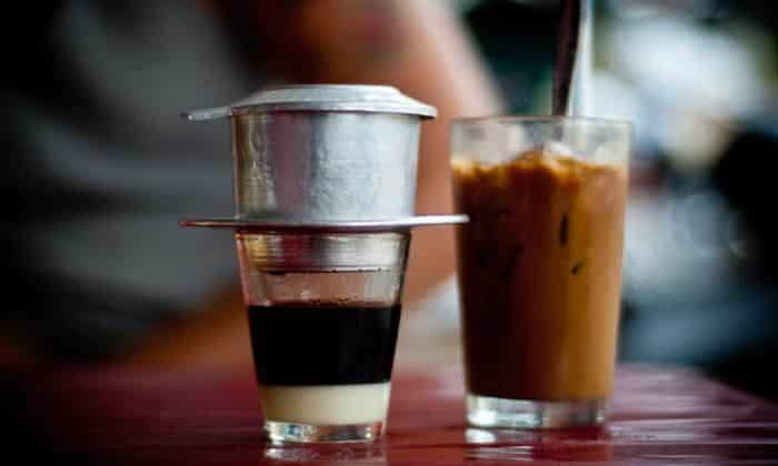 На первый завтрак подается некрепкий кофе со сгущенным молоком