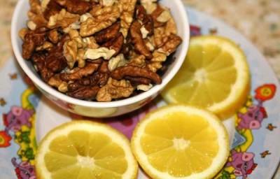Лечить метеоризм можно народными средствами. Лимон, грецкие орехи перекрутить в мясорубке., добавить немного меда и 30 грамм очищенной глины