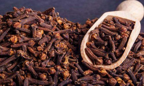 Гвоздика является уникальной приправой, способствующей выведению газов из организма, ее добавляют даже в чай