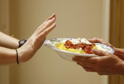 Следить за своим весом. Люди, которые страдают ожирением, должны уменьшить количество употребляемых вредных продуктов питания