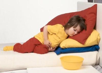 Если у малыша наблюдается частая рвота, при этом в сопровождении с поносом, то это свидетельствует об отравлении ребенка