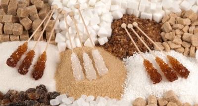 На изменение микрофлоры кишечника может влиять употребление в пищу большого количества углеводов, сахара