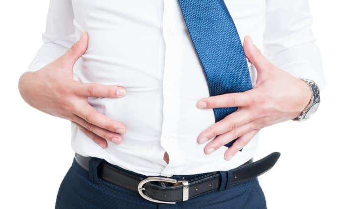 Если у человека наблюдается обостренная стадия заболевания, то возникает тяжесть в желудке и вздутие