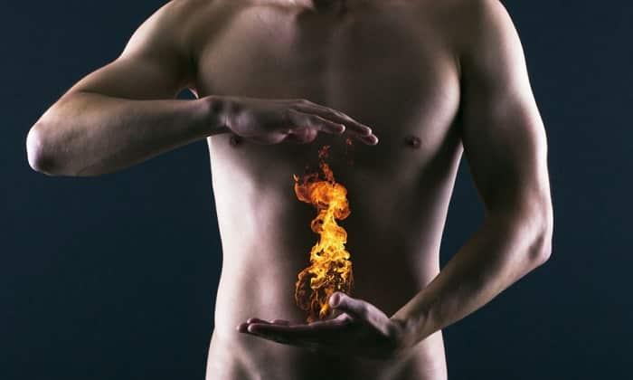 Изжога, более заметно проявляющаяся в случае эрозивных гастритов с моторной дисфункцией желудка. Является характерным симптомом рефлюкса