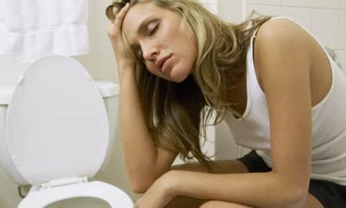 При отравлении больные ощущают: тошноту, постоянную рвоту, которая не прекращается даже на несколько минут