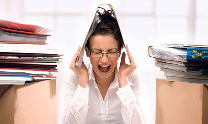 Частое и длительное нахождение в стрессовых ситуациях, могут спровоцировать боли в органе