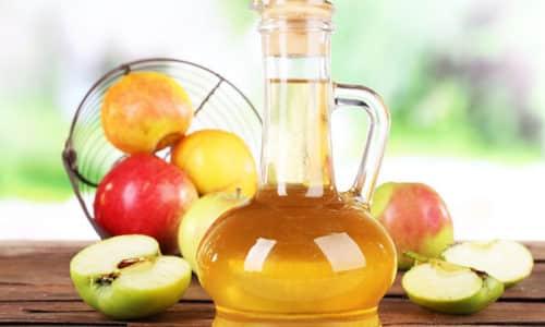 Лечить интоксикацию можно яблочным уксусом. 1 ложечку уксуса развести в 100 мл чистой воды и выпить за один раз