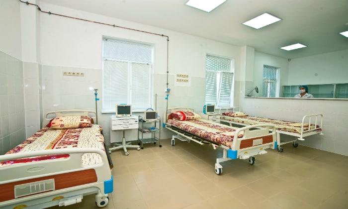 При тяжелых формах заболевания лечение проводится в стационаре