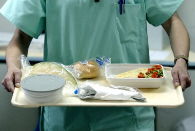 После удаления зонда больной переходит на самостоятельное питание. Сначала это кисломолочные продукты, потом рацион постепенно расширяется