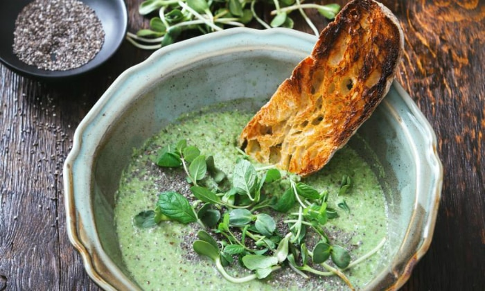 Очень полезными являются супы, только их готовить тоже следует особенным образом, поскольку они должны быть вегетарианскими