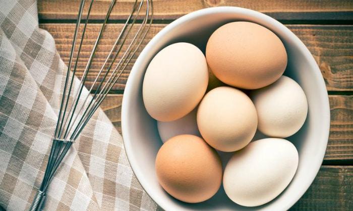 Яйца являются достаточно тяжелым продуктом питания, именно поэтому после отравления питаться ими не желательно
