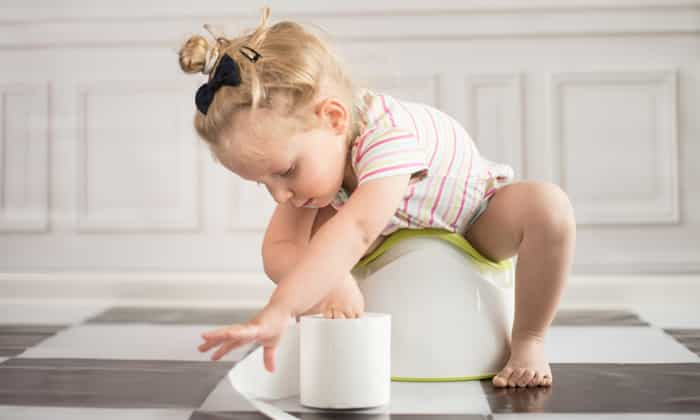 При нарушении функций желудка, нельзя давать пищу ребенку во время острой формы диареи