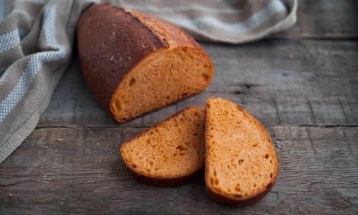 Кроме того, во время соблюдения лечебного рациона хлеб есть разрешается, только он должен быть подсушенным