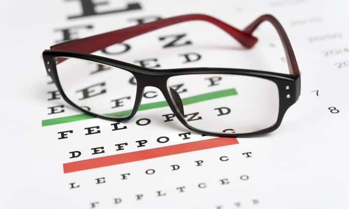 При болезни Крона может снизится острота зрения