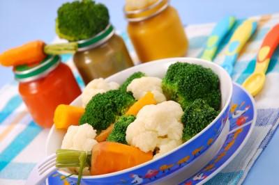 Следует обогатить рацион продуктами, богатыми витаминами и растительными маслами