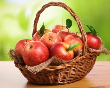 При остром панкреатите, следует дополнить дополнить меню сырыми яблоками сладких сортов