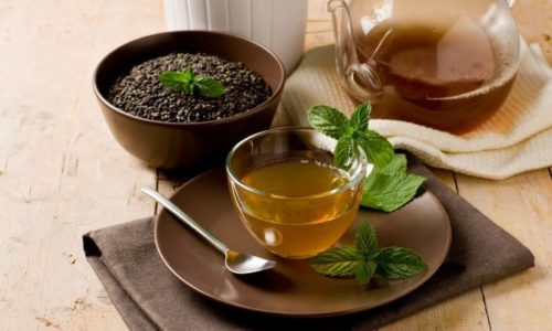Мятный чай успокаивает желудок и способствует быстрому усвоению продуктов, уменьшает метеоризм