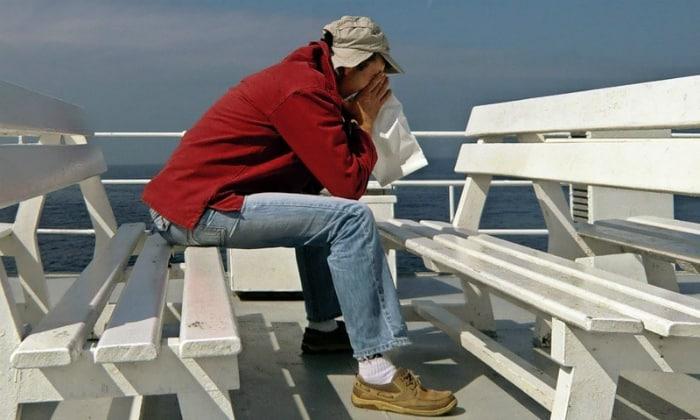 Наличие морской болезни в основном является основной причиной появления тошноты и даже рвоты