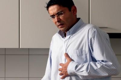 Десятки лет подряд врачи ставили диагноз гастрит или дуоденит, когда слышали о жжении в верхней брюшной части (под ложечкой)