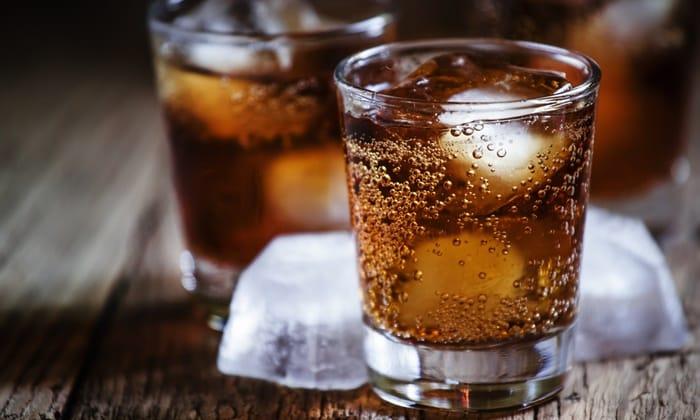 Расстройство желудка может вызвать употребление газированых напитков
