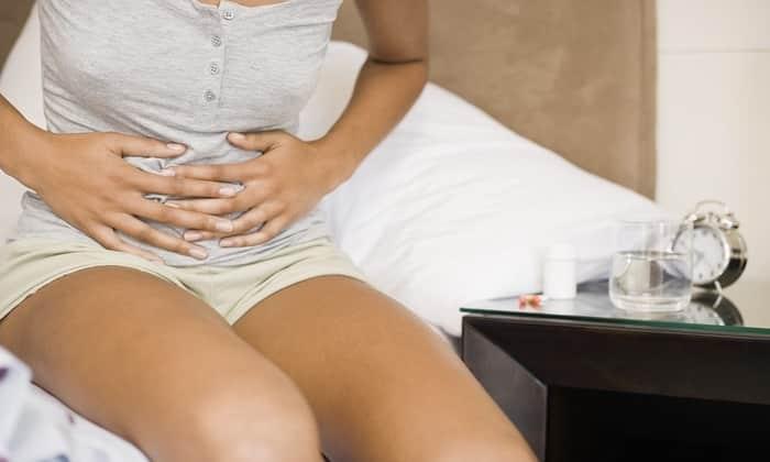 Причиной болей в области пупка, может быть отравление или глисты