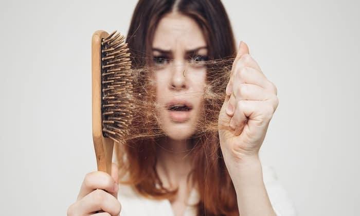 Выпадение волос один из признаков заболевания