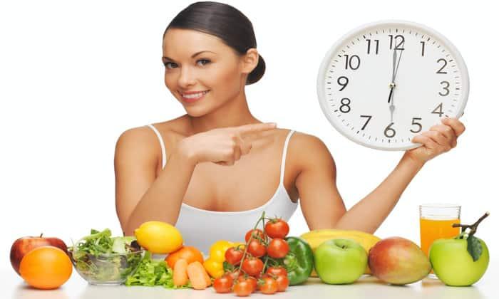 Нужно соблюдать режим питания каждый день в одно и то же время