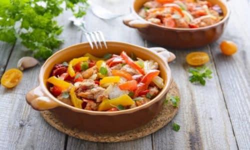 Диета при гастрите включает в себя употребление большого количества овощей. Одним из таких блюд является овощное рагу