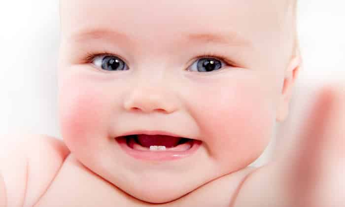Прорезывание зубов могут стать причиной болей у ребенка