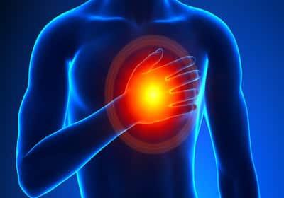 Главным признаком болезни являются резкие боли. Одно из проявлений боли, боли в области груди