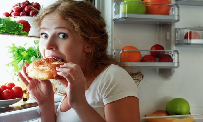 Причиной запора может быть , неправильное питание