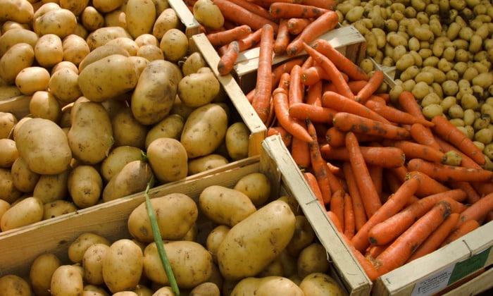 Понадобится по 1-ой луковице, моркови и картофеля