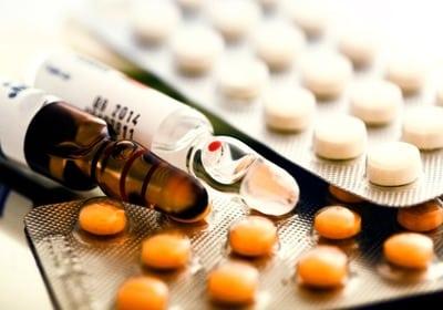 Для устранения боли применяются лекарственные средства. Как правило, речь идет об успокоительных препаратах
