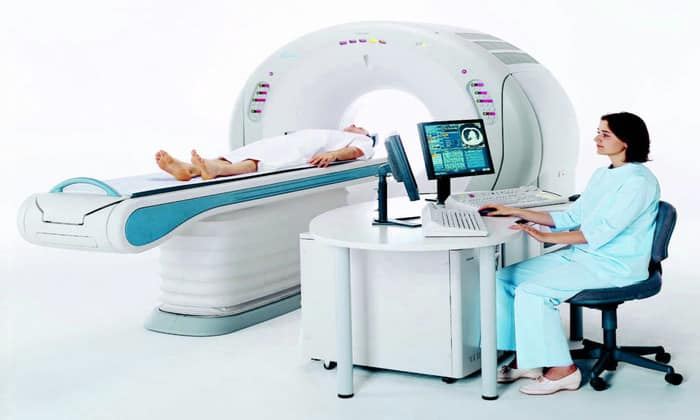 Проводят МРТ кишечника. В кишечник вводится водный раствор, который позволяет оценить состояние стенок кишечника