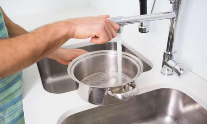 Для приготовления супа понадобится 2 л воды