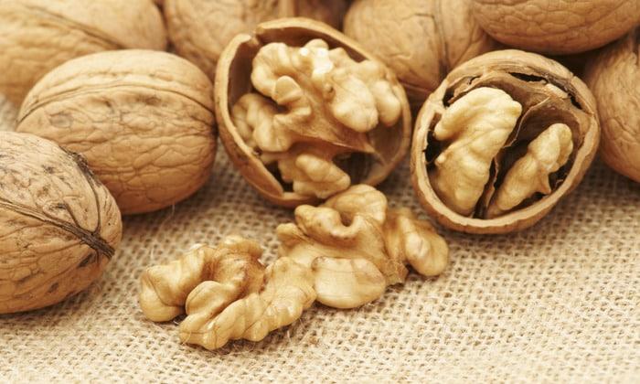 При обострении болезни стоит есть грецкие орехи
