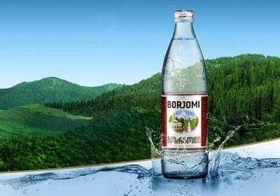 При возникновении приступов допускается только питье: это может быть любая минеральная вода, например, Боржоми в количестве около 5-6 стаканов