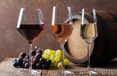 Вещества, раздражающие слизистые оболочки органов пищеварительной системы такие как, алкоголь, должны быть полностью исключены
