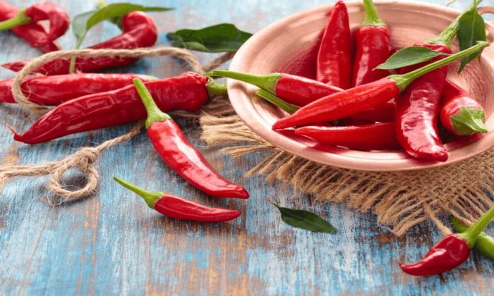 Для избежания токсикоза стоит воздержатся от горячей и острой пищи