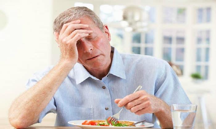 Слабые тянущие боли в животе в сочетании со снижением аппетита могут быть первыми признаками аппендицита