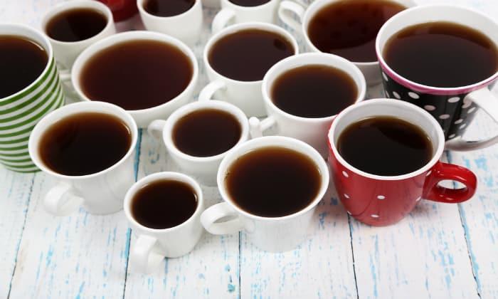 Если человек пьет очень много крепкого кофе, то есть риск возникновения кровотечения при геморрое