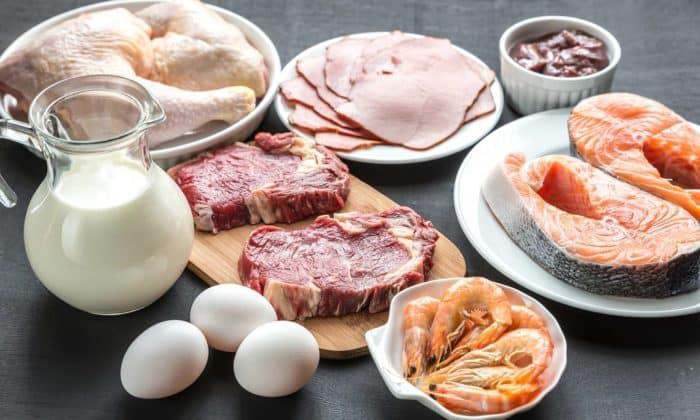 Молоко, сливки, сметана, творог,постное мясо и рыба так же входят в рацион больных хроническим гастритом