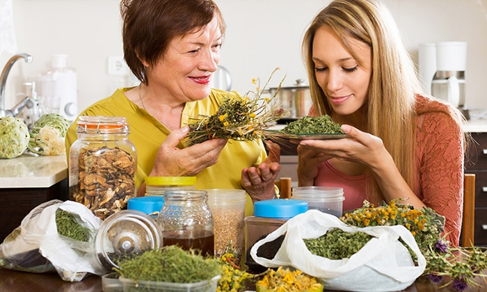 Лечение травами очень эффективным и востребованным на сегодняшний день. Травы можно приобрести в любой аптеке или собрать их самостоятельно