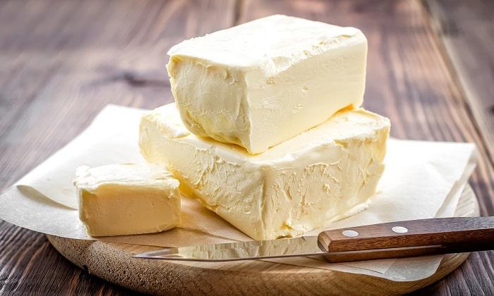 Источником жиров должны быть продукты, легко усваивающиеся, такие как, сливочное масло