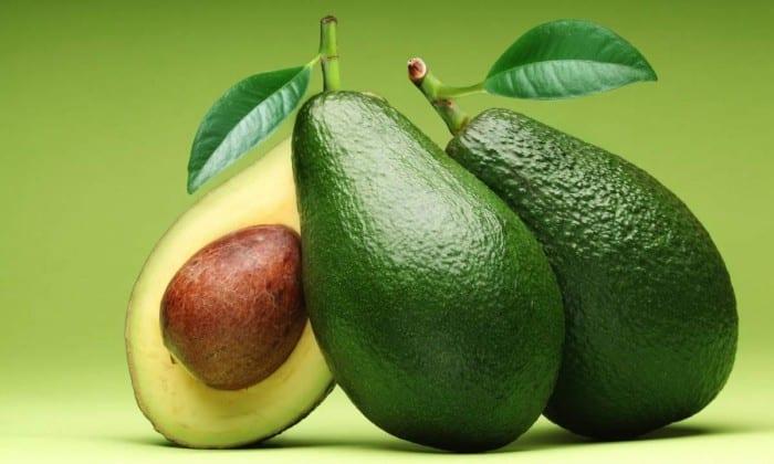 Рекомендуется есть авокадо - это натуральный источник мононасыщенных жиров