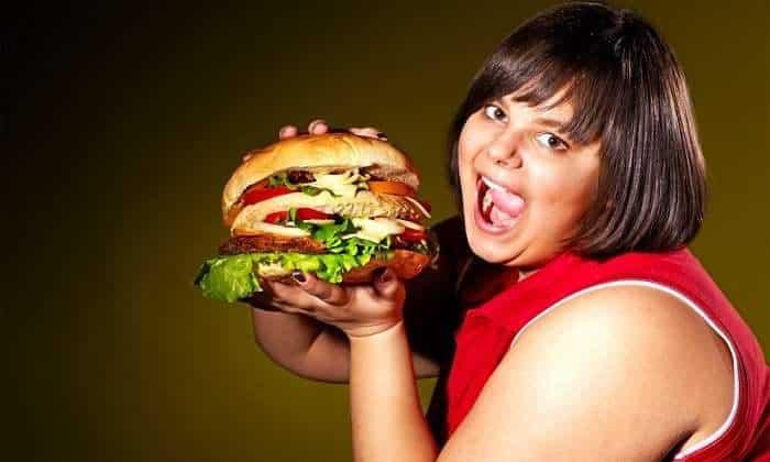 Понос и температура у взрослого могут быть признаками кишечного расстройства или панкреатита, вызванным - неправильным питанием