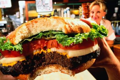 Причиной возникновения дисбактериоза у взрослых может являться плохое питание, злоупотребление вредной пищей