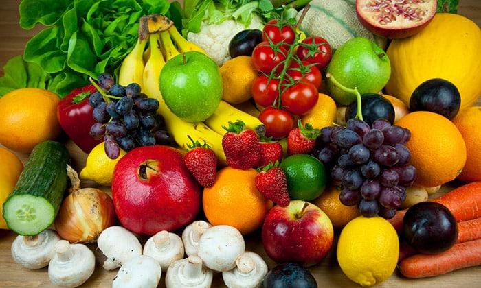 Фрукты и ягоды очень полезны как для взрослых, так и для детей
