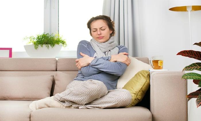 Симптомы сальмонеллеза включают озноб