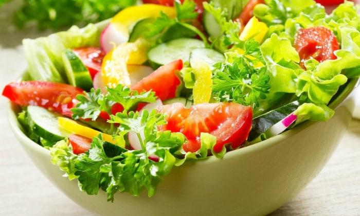 Ежедневно малыш должен есть салаты, которые приготовлены из свежих овощей